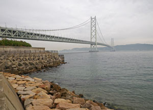 Akashi_kaiky_bridge_west_shore_2